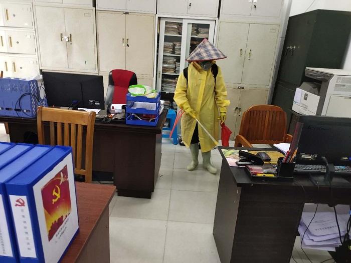 滨海新区电城镇:疫情面前不畏惧 环卫工人坚守岗位留守一线