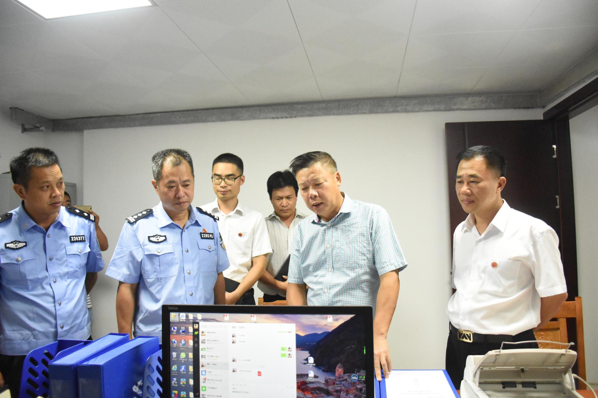 刘芳调研滨海新区扫黑除恶及公安工作时强调 将扫黑除恶工作摆在重中之重的位置